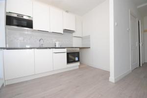 Bekijk appartement te huur in Den Haag Regentesselaan, € 1150, 75m2 - 395496. Geïnteresseerd? Bekijk dan deze appartement en laat een bericht achter!