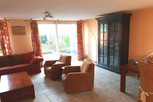 View house for rent in Hellevoetsluis Albert Schweitzerlaan, € 2250, 130m2 - 373246. Interested? check out this house and leave a message!