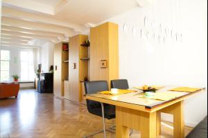 Bekijk appartement te huur in Amsterdam Prinsengracht, € 2250, 90m2 - 335061. Geïnteresseerd? Bekijk dan deze appartement en laat een bericht achter!
