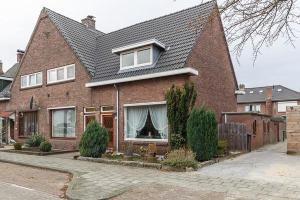Bekijk woning te huur in Enschede Saturnusstraat, € 740, 105m2 - 295981. Geïnteresseerd? Bekijk dan deze woning en laat een bericht achter!