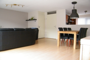 View house for rent in Almere Hollandiastraat, € 1500, 169m2 - 384380. Interested? check out this house and leave a message!