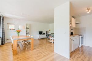 For rent: Apartment Aartsbisschop Romerostraat, Utrecht - 1