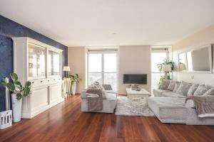 Bekijk appartement te huur in Amsterdam O. Ban, € 1600, 85m2 - 361348. Geïnteresseerd? Bekijk dan deze appartement en laat een bericht achter!