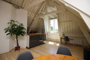 Bekijk appartement te huur in Amsterdam H. Polaklaan: Appartement - € 1750, 85m2 - 351498