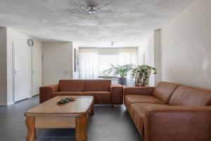 Bekijk woning te huur in Tilburg Tollensstraat, € 999, 90m2 - 372837. Geïnteresseerd? Bekijk dan deze woning en laat een bericht achter!