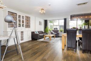 Bekijk woning te huur in Apeldoorn Vlierbessenlaan, € 1200, 120m2 - 362028. Geïnteresseerd? Bekijk dan deze woning en laat een bericht achter!