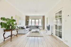 Bekijk appartement te huur in Amsterdam Reinier Claeszenstraat, € 2500, 150m2 - 390340. Geïnteresseerd? Bekijk dan deze appartement en laat een bericht achter!