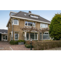 View house for rent in Uitgeest Burgemeester van Roosmalenstraat, € 1850, 190m2 - 374121. Interested? check out this house and leave a message!