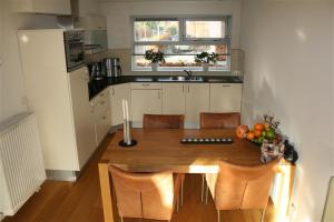Bekijk woning te huur in Groningen Klaas Buistlaan, € 1350, 150m2 - 374337. Geïnteresseerd? Bekijk dan deze woning en laat een bericht achter!