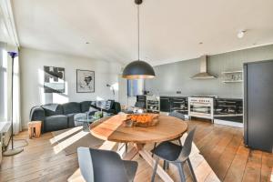 Bekijk appartement te huur in Amsterdam Rustenburgerstraat, € 1950, 120m2 - 390355. Geïnteresseerd? Bekijk dan deze appartement en laat een bericht achter!