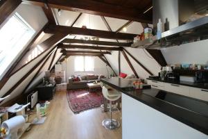 Bekijk appartement te huur in Dordrecht Wijnstraat, € 1350, 125m2 - 386886. Geïnteresseerd? Bekijk dan deze appartement en laat een bericht achter!