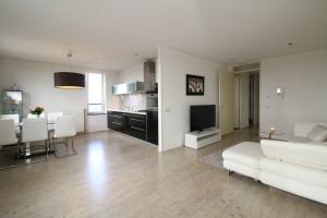 Bekijk appartement te huur in Groningen Siersteenlaan, € 1175, 95m2 - 366010. Geïnteresseerd? Bekijk dan deze appartement en laat een bericht achter!