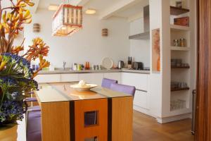 Bekijk appartement te huur in Amsterdam Sint Luciensteeg, € 1450, 60m2 - 390876. Geïnteresseerd? Bekijk dan deze appartement en laat een bericht achter!
