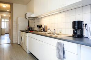 Bekijk appartement te huur in Amsterdam Roelof Hartplein, € 1750, 90m2 - 367467. Geïnteresseerd? Bekijk dan deze appartement en laat een bericht achter!