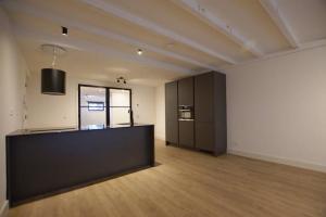 Bekijk appartement te huur in Rotterdam Schiedamsesingel, € 1795, 110m2 - 383848. Geïnteresseerd? Bekijk dan deze appartement en laat een bericht achter!