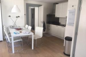 Bekijk appartement te huur in Amsterdam Ruysdaelkade, € 1475, 55m2 - 343387. Geïnteresseerd? Bekijk dan deze appartement en laat een bericht achter!