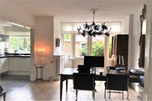 View house for rent in Bussum Karbouwstraat, € 2000, 138m2 - 378186. Interested? check out this house and leave a message!