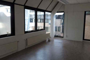 View room for rent in Leiden Langegracht, € 261, 26m2 - 392119. Interested? check out this room and leave a message!
