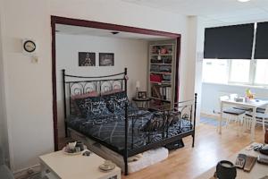 Bekijk kamer te huur in Rotterdam N. Binnenweg, € 425, 27m2 - 346746. Geïnteresseerd? Bekijk dan deze kamer en laat een bericht achter!