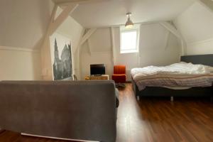 Bekijk studio te huur in Groningen Oude Ebbingestraat, € 980, 50m2 - 391373. Geïnteresseerd? Bekijk dan deze studio en laat een bericht achter!