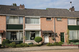 View house for rent in Hengelo Ov Steenbokstraat, € 950, 89m2 - 394311. Interested? check out this house and leave a message!