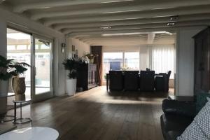 Bekijk woning te huur in Wouw Donkenweg, € 1750, 225m2 - 351392. Geïnteresseerd? Bekijk dan deze woning en laat een bericht achter!