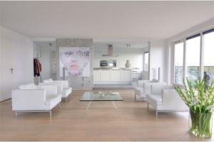 Bekijk appartement te huur in Almere Vincent van Goghstraat, € 1795, 125m2 - 284223. Geïnteresseerd? Bekijk dan deze appartement en laat een bericht achter!