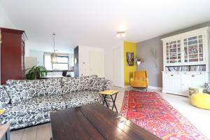 Bekijk woning te huur in Amstelveen Mgr.dr. H. Poelslaan, € 1900, 190m2 - 397375. Geïnteresseerd? Bekijk dan deze woning en laat een bericht achter!