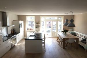 Bekijk appartement te huur in Amsterdam J. Bernardusstraat, € 2950, 110m2 - 351933. Geïnteresseerd? Bekijk dan deze appartement en laat een bericht achter!