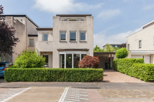 Bekijk woning te huur in Zeewolde Smaragd, € 1400, 200m2 - 363829. Geïnteresseerd? Bekijk dan deze woning en laat een bericht achter!