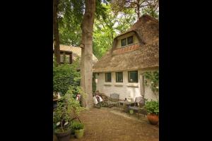 Bekijk studio te huur in Hilversum Mozartlaan, € 750, 40m2 - 330952. Geïnteresseerd? Bekijk dan deze studio en laat een bericht achter!