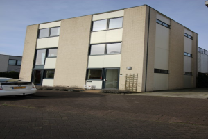View house for rent in Almere Luxemburgstraat, € 1250, 193m2 - 383837. Interested? check out this house and leave a message!