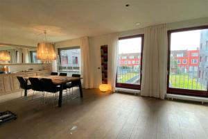 Bekijk appartement te huur in Amsterdam Albatrospad, € 1995, 120m2 - 380846. Geïnteresseerd? Bekijk dan deze appartement en laat een bericht achter!