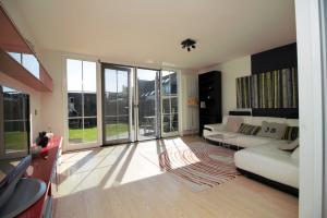 Bekijk woning te huur in Almere Springendallaan, € 1450, 115m2 - 296073. Geïnteresseerd? Bekijk dan deze woning en laat een bericht achter!