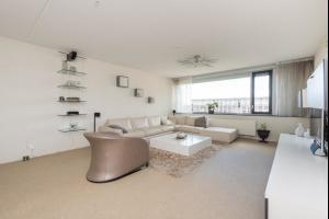 Bekijk appartement te huur in Barendrecht Middeldijkerplein, € 1500, 110m2 - 309293. Geïnteresseerd? Bekijk dan deze appartement en laat een bericht achter!