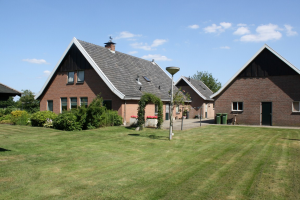 View house for rent in Enschede Glanerbruggeweg, € 950, 100m2 - 369695. Interested? check out this house and leave a message!
