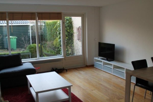 View house for rent in Amstelveen Herman de Manlaan, € 2000, 135m2 - 373160. Interested? check out this house and leave a message!