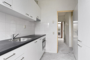 View house for rent in Hoogvliet Rotterdam Grutto, € 995, 109m2 - 379097. Interested? check out this house and leave a message!