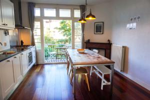 Bekijk appartement te huur in Amsterdam Paramariboplein, € 1899, 75m2 - 371010. Geïnteresseerd? Bekijk dan deze appartement en laat een bericht achter!
