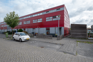 View house for rent in Groningen Eemswaard, € 1150, 90m2 - 364516. Interested? check out this house and leave a message!