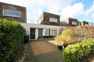 Bekijk woning te huur in Leeuwarden Eekhoffstraat, € 995, 93m2 - 361181. Geïnteresseerd? Bekijk dan deze woning en laat een bericht achter!