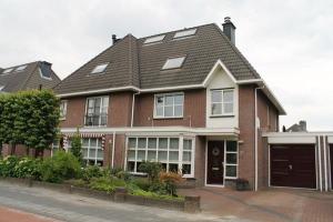 Bekijk woning te huur in Eindhoven Shakespearelaan, € 1600, 277m2 - 339876. Geïnteresseerd? Bekijk dan deze woning en laat een bericht achter!