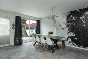 Bekijk appartement te huur in Eindhoven Bredalaan: Zelfstandige bovenwoning met 3 slaapkamers en een prachtig dak... - € 1350, 110m2 - 356666