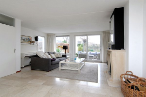View house for rent in Almere Rietmeent, € 1750, 160m2 - 377260. Interested? check out this house and leave a message!