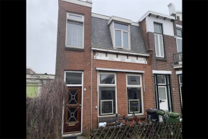 View house for rent in Leeuwarden 1e Vegelindwarsstraat, € 720, 100m2 - 368136. Interested? check out this house and leave a message!