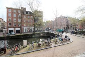 Bekijk appartement te huur in Amsterdam Leidsegracht, € 1850, 85m2 - 361940. Geïnteresseerd? Bekijk dan deze appartement en laat een bericht achter!