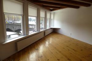 Bekijk appartement te huur in Amsterdam Kromme Waal, € 1475, 60m2 - 382078. Geïnteresseerd? Bekijk dan deze appartement en laat een bericht achter!