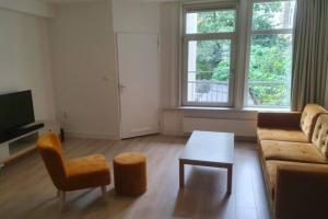 Bekijk appartement te huur in Amsterdam Tweede Hugo de Grootstraat, € 1750, 55m2 - 392811. Geïnteresseerd? Bekijk dan deze appartement en laat een bericht achter!