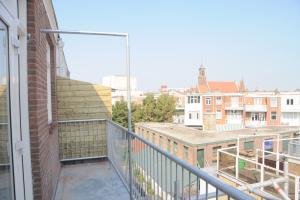 Bekijk appartement te huur in Den Haag Dirk Hoogenraadstraat, € 775, 27m2 - 368625. Geïnteresseerd? Bekijk dan deze appartement en laat een bericht achter!
