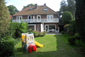 View house for rent in Hilversum Sterrelaan, € 2350, 120m2 - 372874. Interested? check out this house and leave a message!